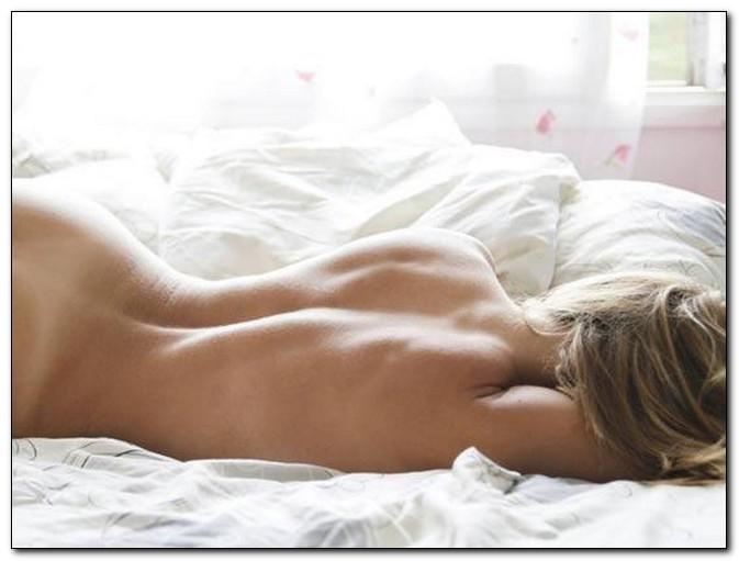 спящие обнажённые девушки