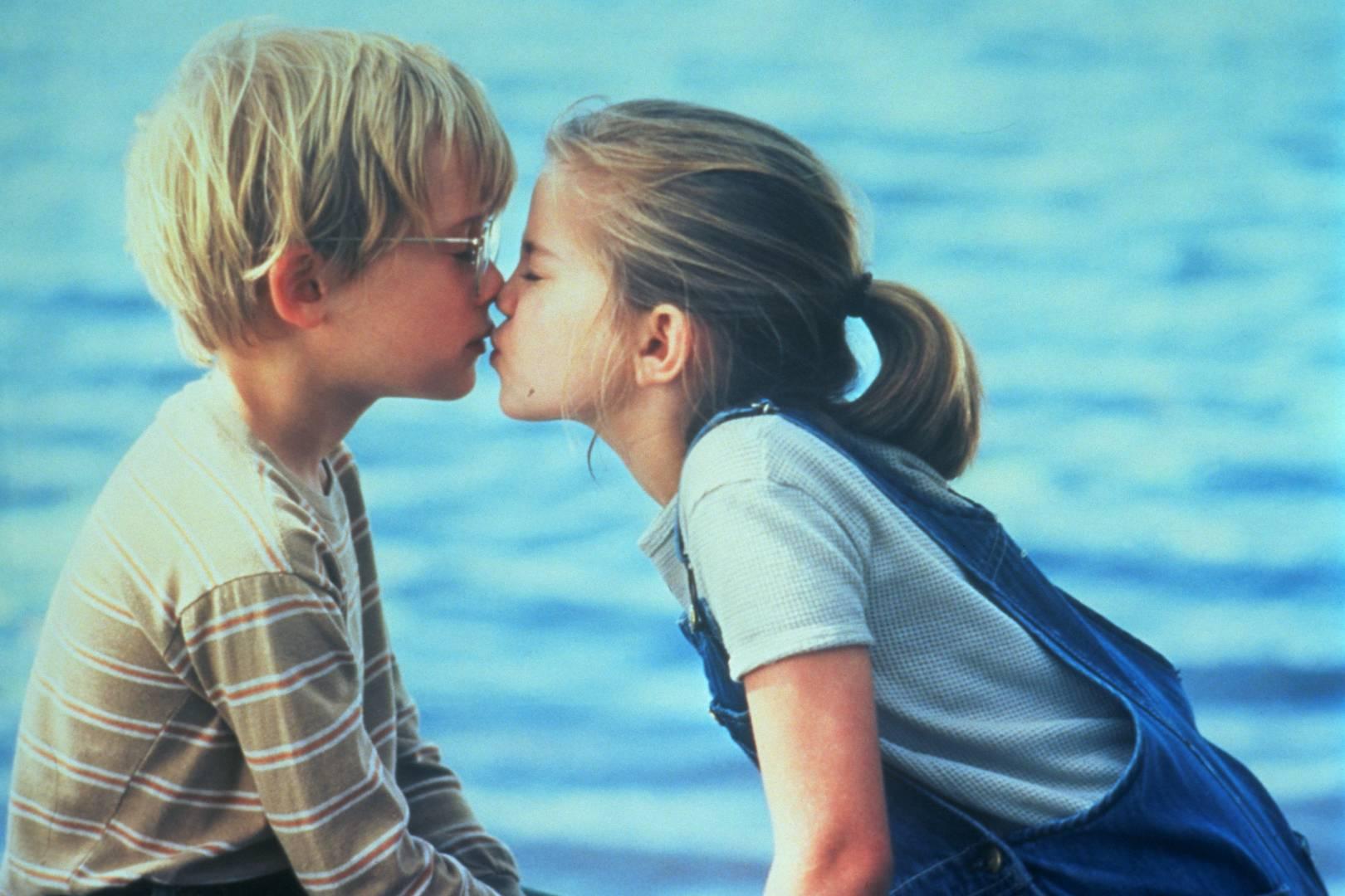 Девушки целуются (91 фото) Триникси 52
