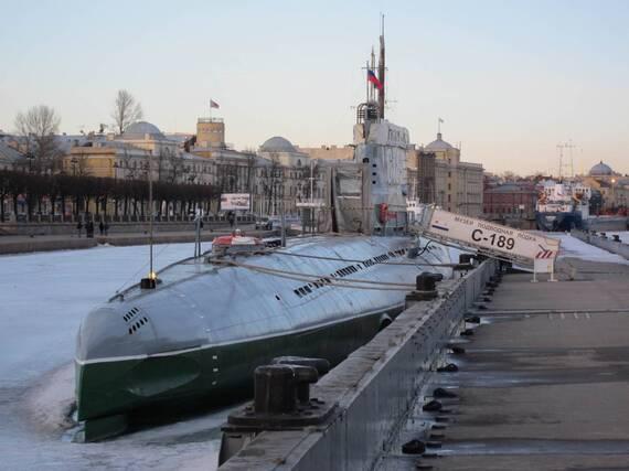 в санкт петербурге подводная лодка