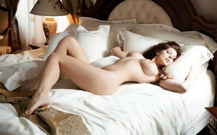 интимные онлайн женщин спальне в фото смотреть