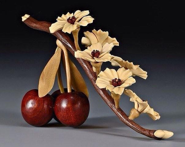 Картинки по запросу Joey Richardson создает невероятно красивые вазы-цветы из древесины.