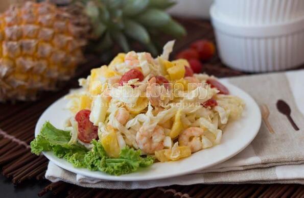 Салат с креветками и ананасами и пекинской капустой рецепт с