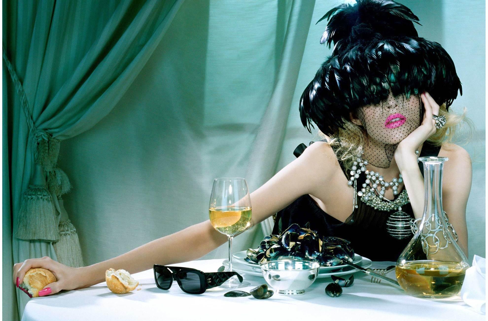 Прикольные картинки с девушками которые пьют, открытка