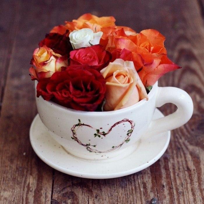 зря красивый букет цветов и чашка кофе привет