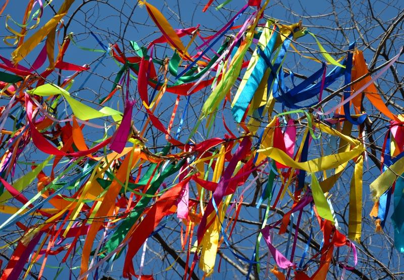 День разноцветных ленточек открытки