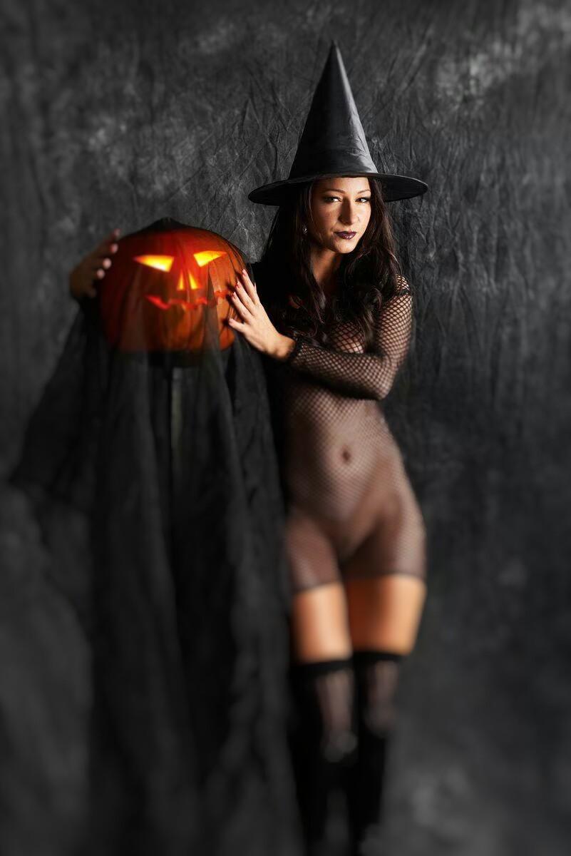 бросила взгляд красивые голые ведьмы фото таких размышлений